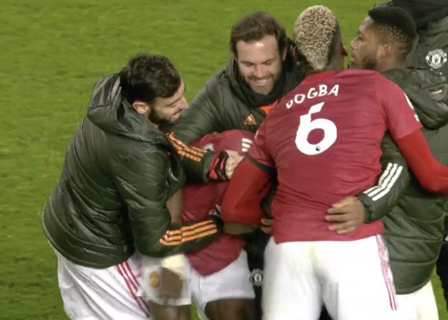 Manchester United players all over Eric Bailly at full-time  - Bóng Đá