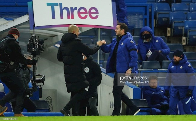 Pep Guardiola tiet lo chien thuat ha Chelsea