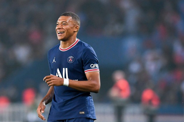 What did Hazard say that made Mbappe laugh? Maybe Leonardo knows how to lipread... - Bóng Đá
